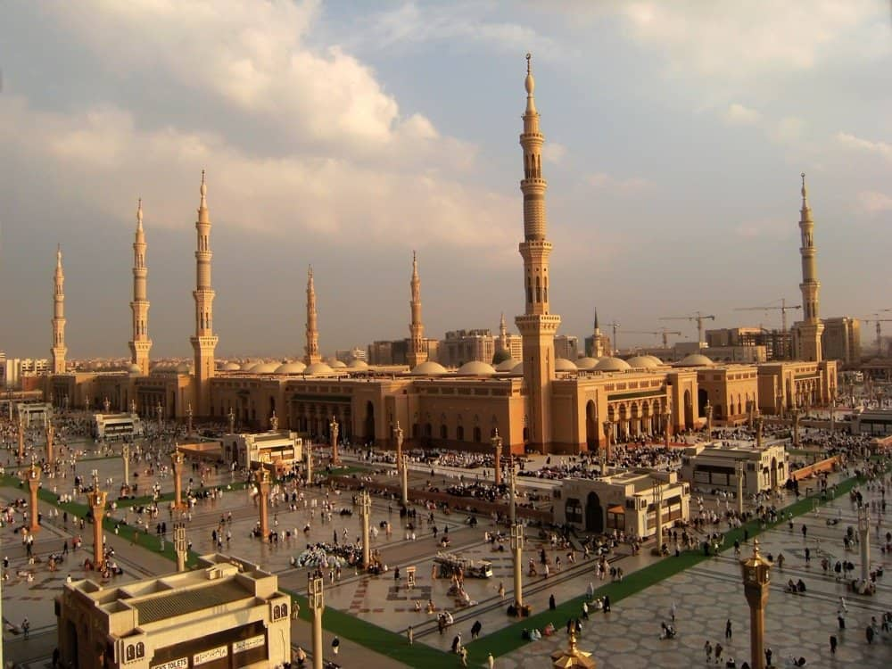 Plan Your Own Amazing 2-week November Umrah from as little as £800 per person; Deals and Steps inside