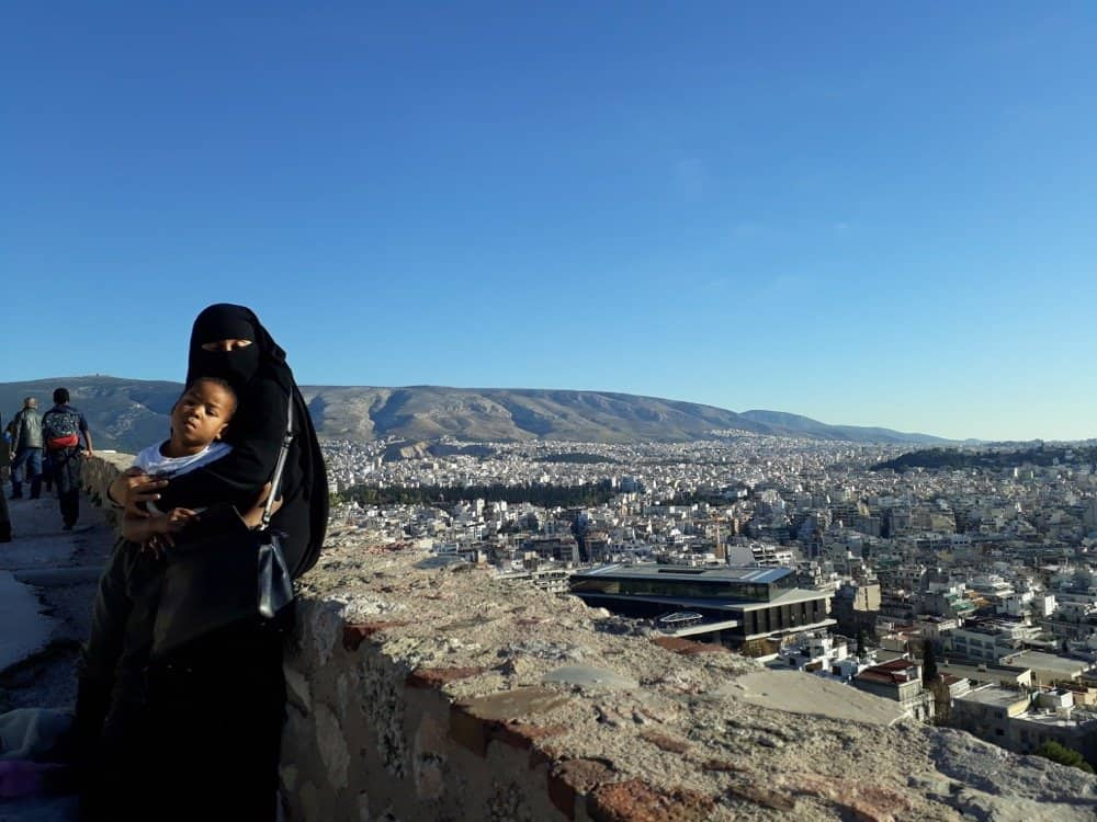 niqabi travelling to athens