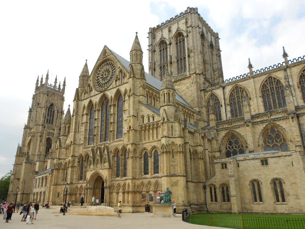 Muslim-friendly Things to do In York plus delicious Halal Food, York Minster is great to explore and there is halal food close by