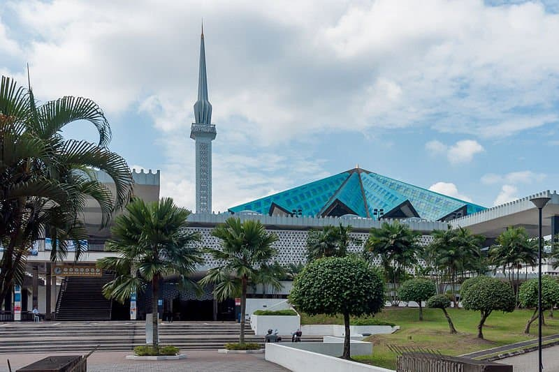 Muslim friendly travel in Kuala Lumpur and the national mosque